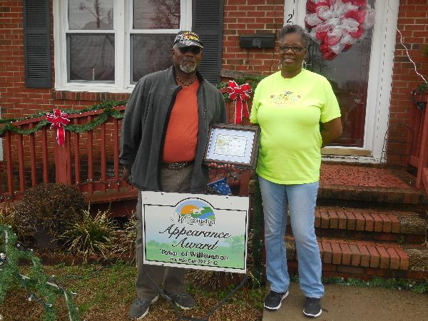 206 Peaks Street Yard of the Month Award picture