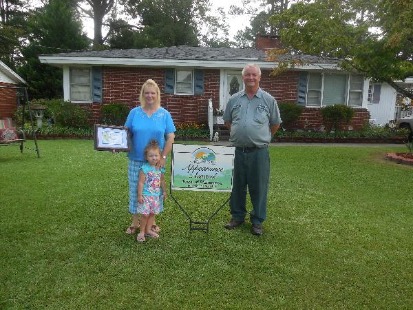 Pam and Jeff Holliday Yard of the Month Award