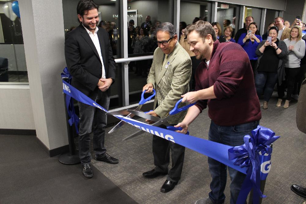 Vice Mayor Pramod Jhaveri cuts the ribbon at the River City Mortgage Grand Opening